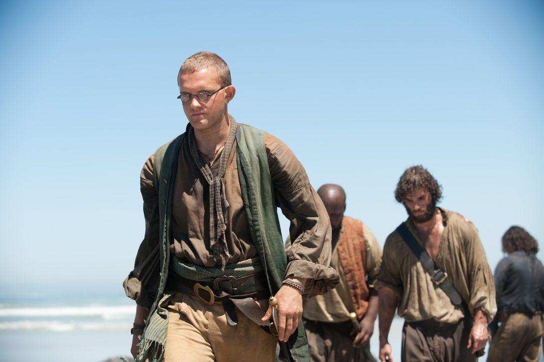 Um sich bei seiner Crew zu rehablitieren, plant Flint, ein in der Bucht liegendes Kriegsschiff einzunehmen. Doch kann er die Piraten um Dufresne (Ro... - Bildquelle: David Bloomer 2015 Starz Entertainment LLC, All rights reserved.