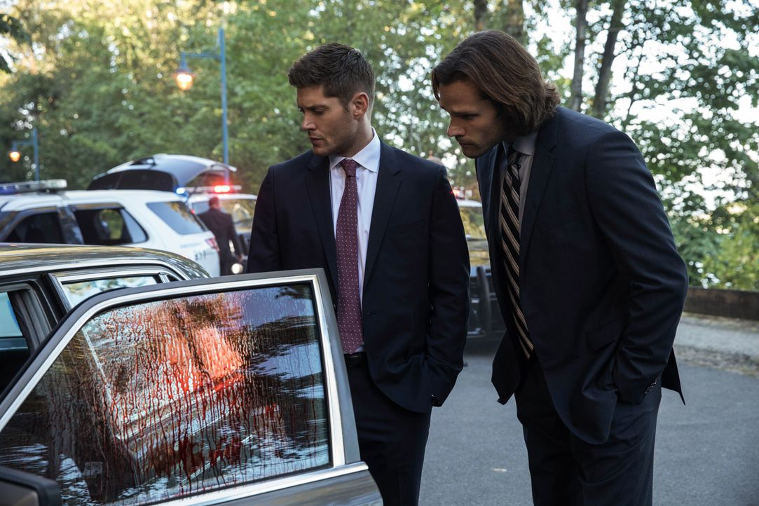 Dean Winchester (Jensen Ackles, l.); Sam Winchester (Jared Padalecki, r.) - Bildquelle: Jack Rowand 2017 The CW Network, LLC. All Rights Reserved / Jack Rowand