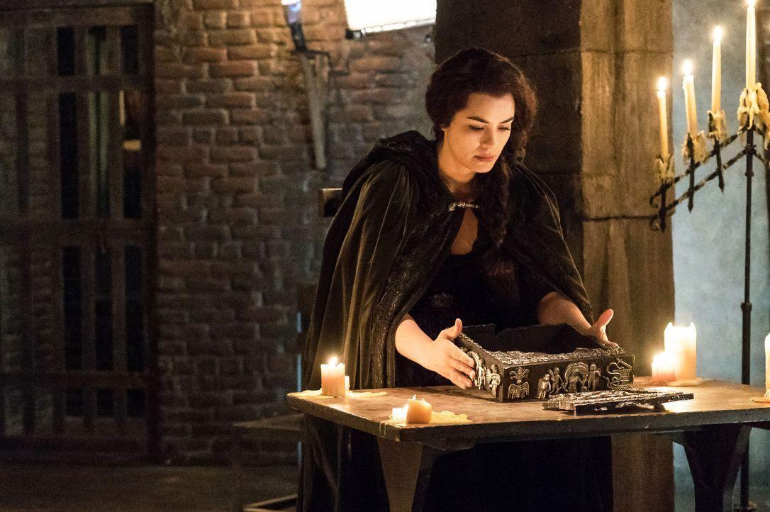Als Pandora (Shannyn Sossamon) ihre Hilfe bei der Befreiung von Crane und ihrem göttlichen Geliebten anbietet, stellt sie Forderungen, die Abbie und... - Bildquelle: 2015-2016 Fox and its related entities.  All rights reserved.