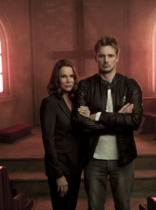 (1. Staffel) - Welche Rolle spielt Ann Rutledge (Barbara Hershey, l.) im Leben von Damien Thorn (Bradley James, r.), der nach einer seltsamen Begegn... - Bildquelle: 2016 A&E Television Network, LLC. All rights reserved.