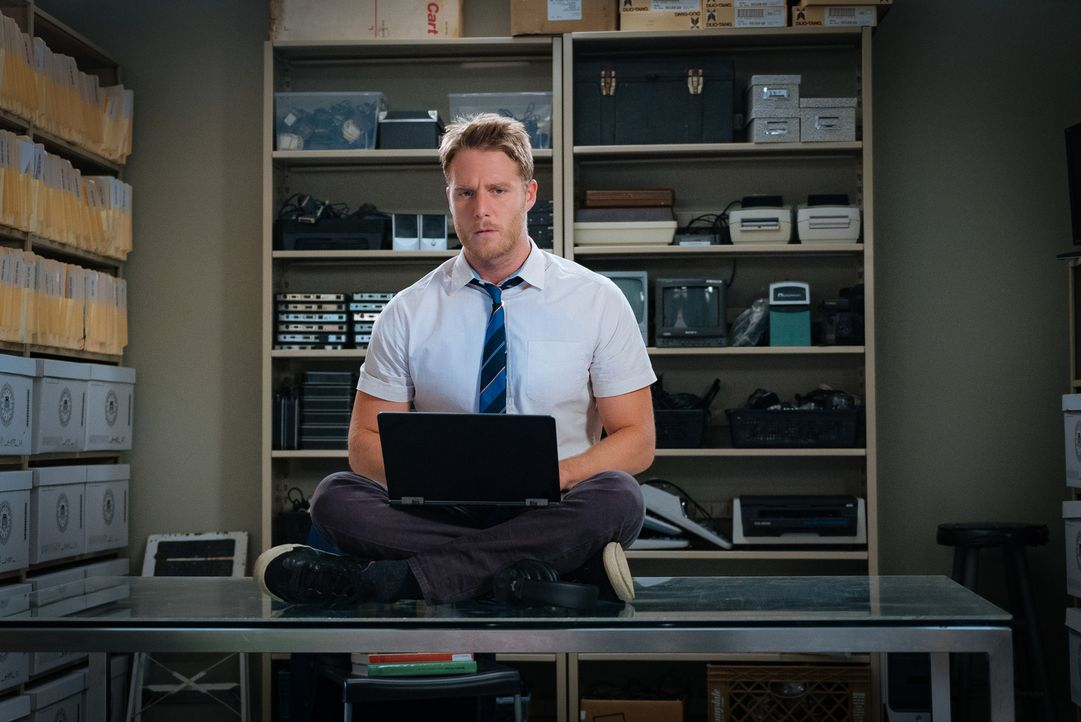 Durch eine leistungssteigernde Droge hilft Brian (Jake McDorman) dem FBI bei der Lösung von einem Mordfall ... - Bildquelle: Michael Parmelee 2015 CBS Broadcasting, Inc. All Rights Reserved