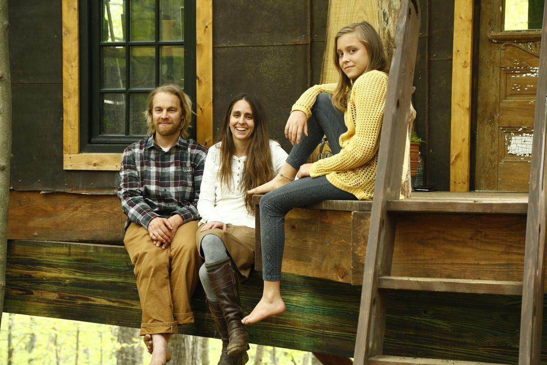 Mithilfe des Barfuß-Bauers Michael (l.) designen die Baumhaus-Helden in Virginia eine Baum-Apotheke für Susan (M.) und ihre Tochter (r.). Die Pflanz... - Bildquelle: 2016,DIY Network/Scripps Networks, LLC. All Rights Reserved