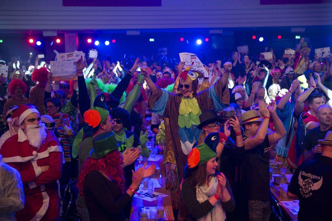 Die einzigartige Mischung aus verrückten Fans, lautstarken Gesängen und sportlicher Präzision am Darts-Board fasziniert die Massen. - Bildquelle: Willi Weber ProSieben/Willi Weber