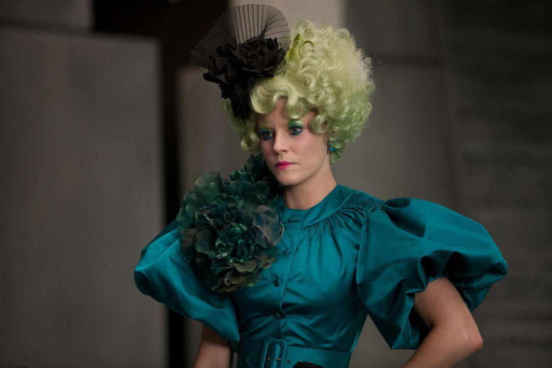 Katniss' und Peetas Betreuerin ist Effie Trinket (Elizabth Banks). Sie trägt immer eine Perücke in einer knalligen Farbe und dazu passendes Makeup .... - Bildquelle: Studiocanal GmbH