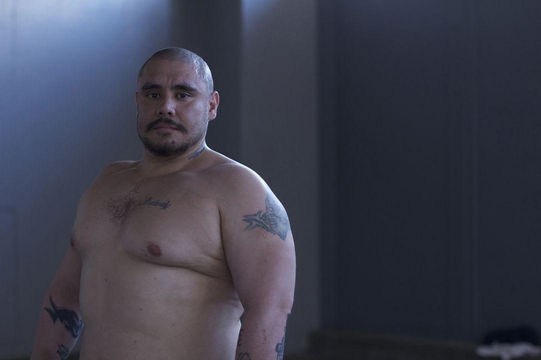 Zusammen mit anderen Häftlingen trainiert Mike Pare im Gefängnishof ... - Bildquelle: Bryan Harvey National Geographic Channels