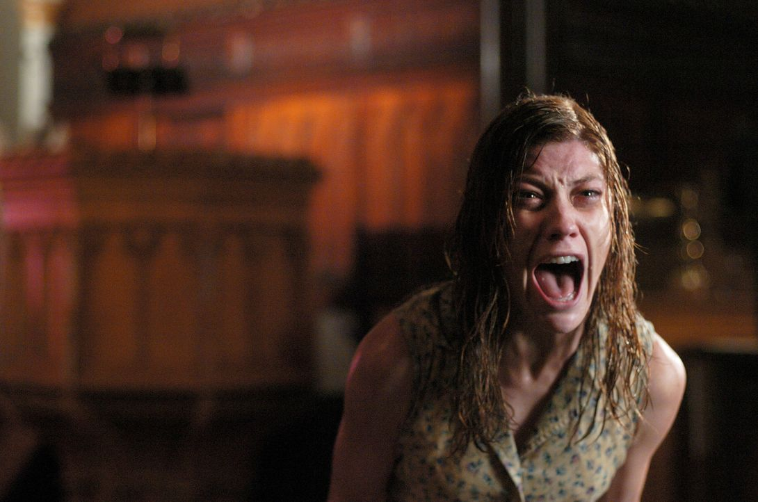 In einem außergewöhnlichen Entschluss erkennt die katholische Kirche die satanische Besessenheit der 19-jährigen Studentin Emily Rose (Jennifer Carp... - Bildquelle: Sony Pictures Television International. All Rights Reserved.