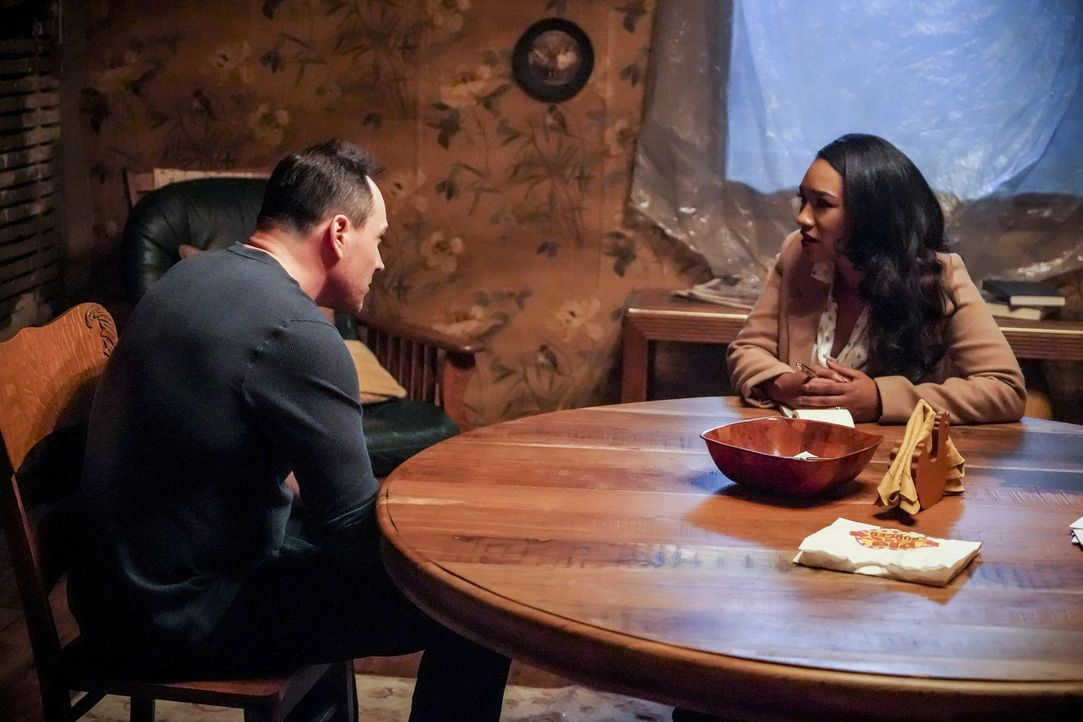 Orlin (Chris Klein, l.); Iris (Candice Patton, r.) - Bildquelle: Shane Harvey 2018 The CW Network, LLC. All rights reserved.