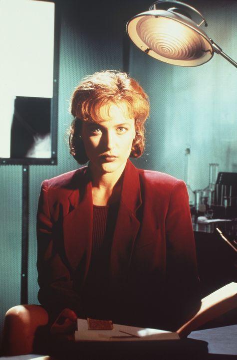 (1. Staffel) - FBI-Agentin Dana Scully (Gillian Anderson) gerät mehr und mehr in den Sog von Vorgängen, die auf natürliche Weise nicht zu erklär... - Bildquelle: TM +   Twentieth Century Fox Film Corporation. All Rights Reserved.