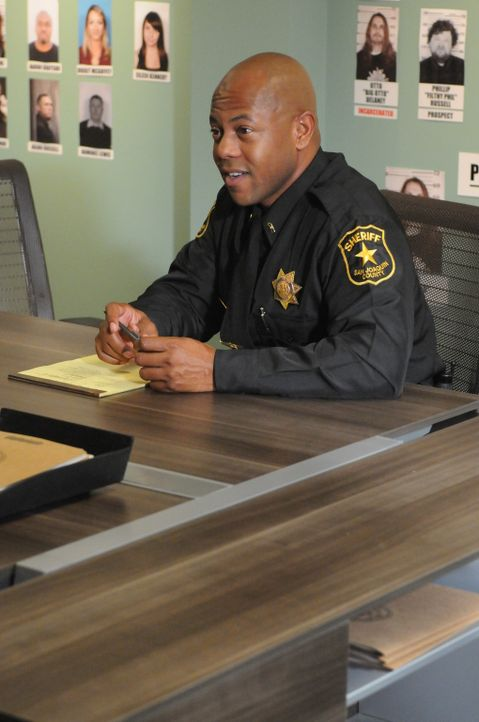 Kann Sheriff Roosevelt (Rockmond Dunbar) Juice mit dessen Familiengeschichte aus der Reserve locken? - Bildquelle: 2011 Twentieth Century Fox Film Corporation and Bluebush Productions, LLC. All rights reserved.