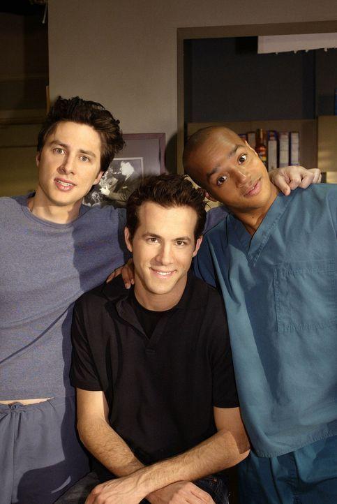 Spence (Ryan Reynolds, M.), ein alter College-Kumpel von J.D. (Zach Braff, l.) und Turk (Donald Faison, r) ist in der Stadt und sorgt für jede Menge... - Bildquelle: Touchstone Television