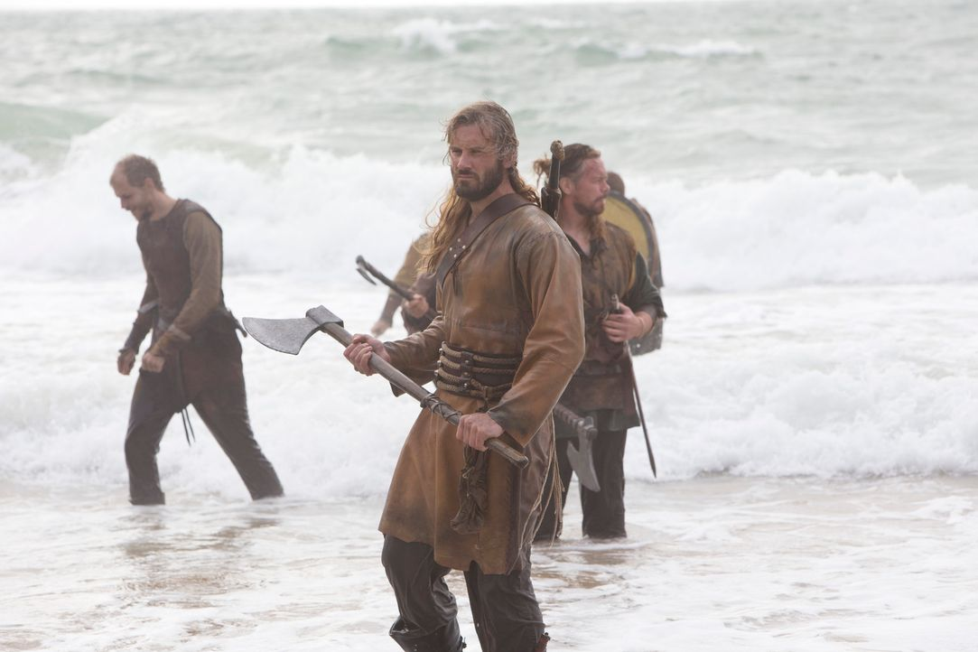 Wieder auf Raubzug in England: Rollo (Clive Standen), der brutale Barbar ... - Bildquelle: 2013 TM TELEVISION PRODUCTIONS LIMITED/T5 VIKINGS PRODUCTIONS INC. ALL RIGHTS RESERVED.