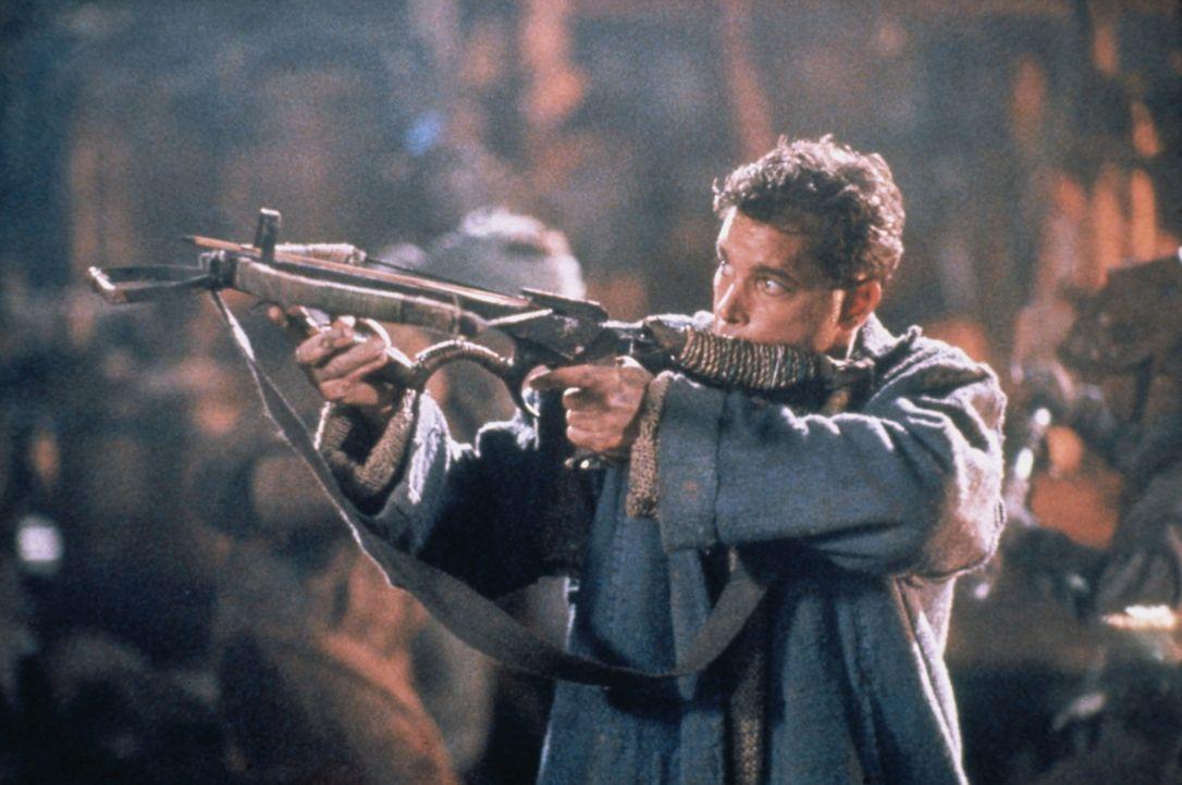 Robbins (Ray Liotta) nimmt sich einen Gegner zur Armbrust ... - Bildquelle: Columbia Tristar International Television