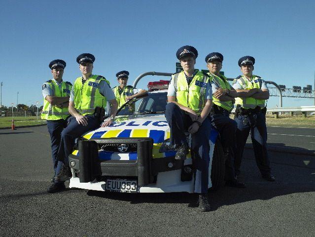 Auf dem Highway ist voller Körpereinsatz gefragt, denn die Beamten müssen ei... - Bildquelle: Greenstone