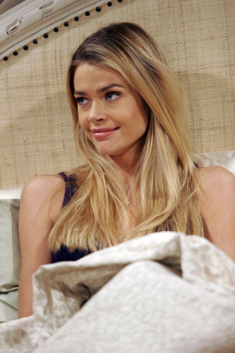 Die einzige Frau, die Charlie je heiraten wollte: Lisa (Denise Richards) ... - Bildquelle: Warner Brothers Entertainment Inc.