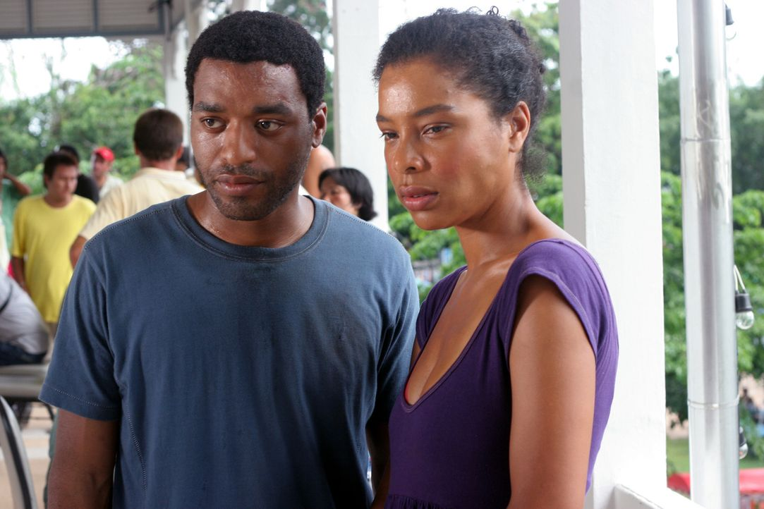 Auf der verzweifelten Suche nach ihrer Tochter: Ian (Chiwetel Ejiofor, l.) und seine Frau Susie (Sophie Okonedo, r.) ... - Bildquelle: Kerry Brown 2006 Home Box Office Inc. All Rights Reserved.