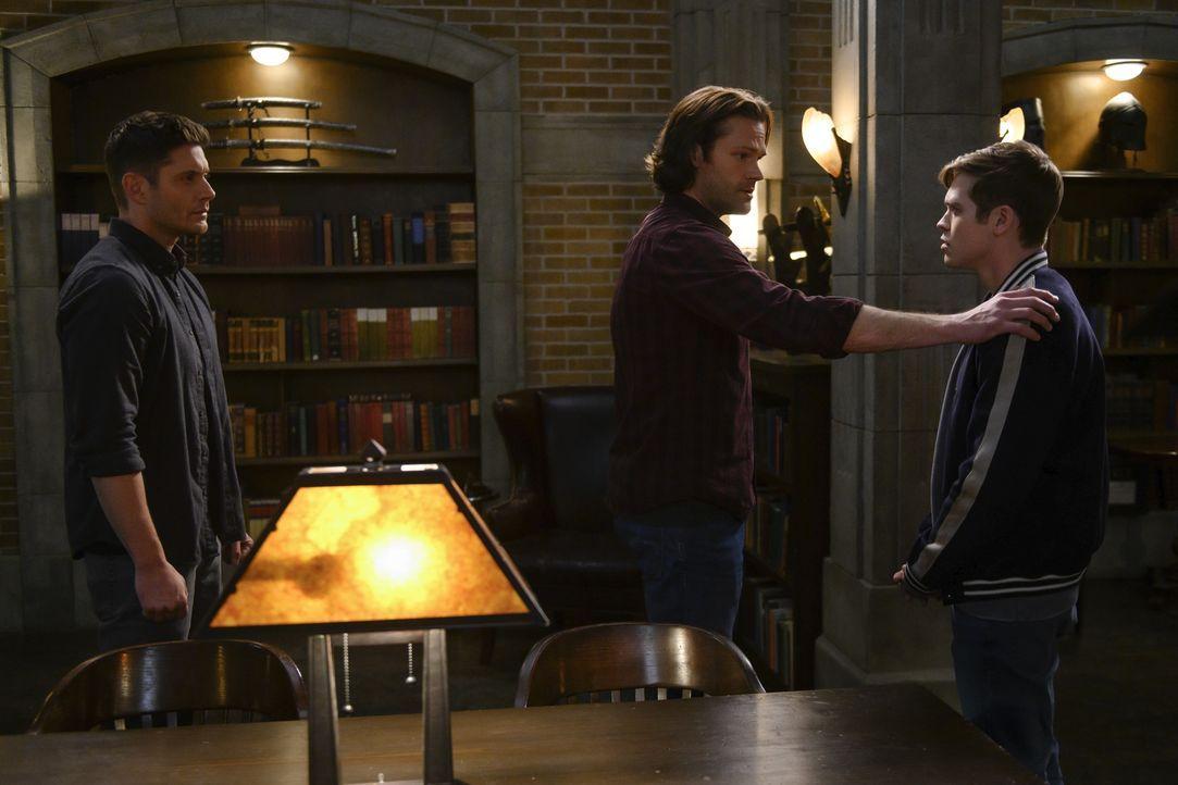 (v.l.n.r.) Dean Winchester (Jensen Ackles); Sam Winchester (Jared Padalecki); Jack (Alexander Calvert) - Bildquelle: Diyah Pera 2018 The CW Network, LLC All Rights Reserved / Diyah Pera