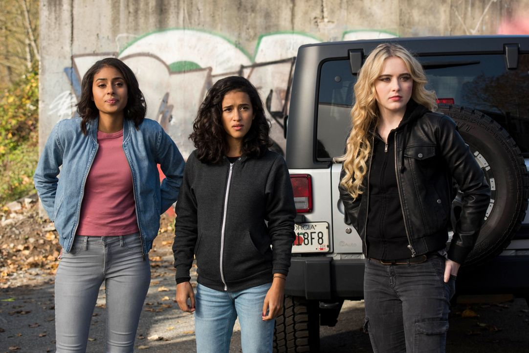 (v.l.n.r.) Patience (Clark Backo); Kaia (Yadira Guevara-Prip); Claire (Kathryn Newton) - Bildquelle: Dean Buscher 2017 The CW Network, LLC. All Rights Reserved / Dean Buscher