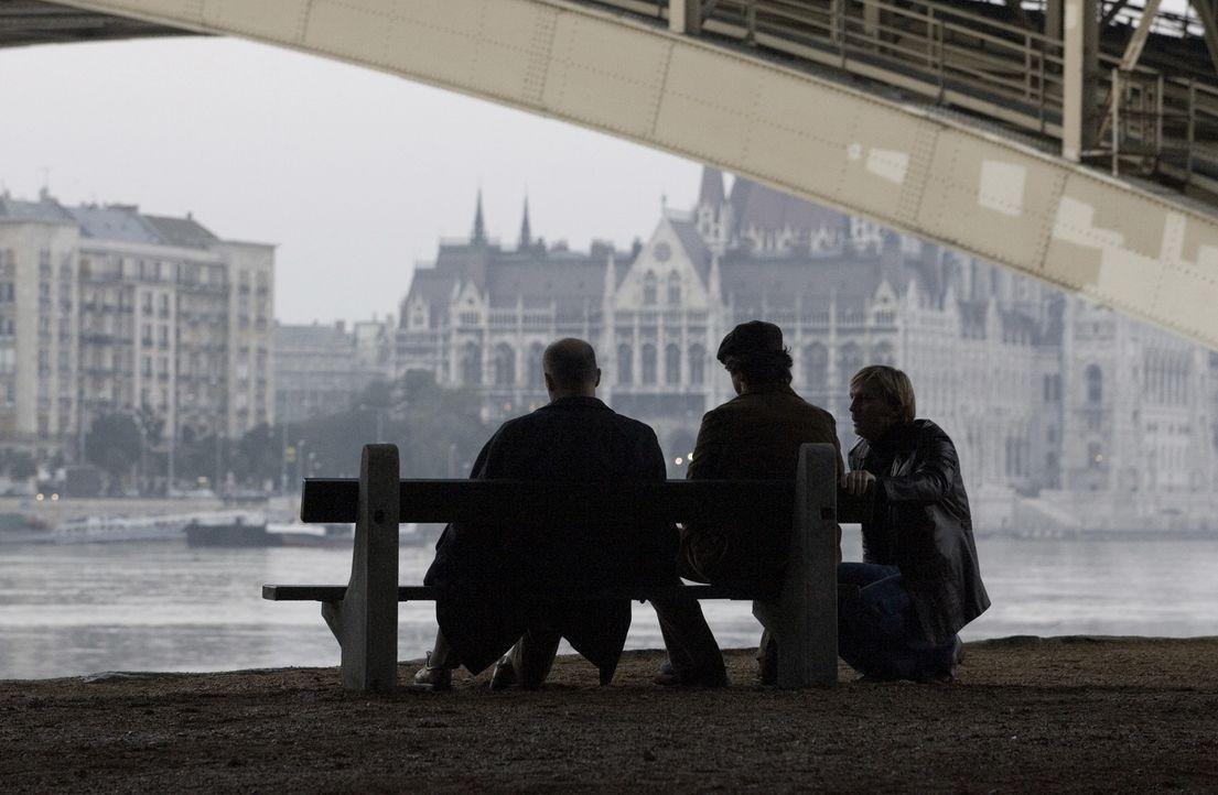 Rund vier Wochen nach den Ereignissen von München war das erste Mossad-Team (v.l.n.r.: Hanns Zischler, Eric Bana und Daniel Craig) einsatzbereit. Am... - Bildquelle: 2005 UNIVERSAL STUDIOS and DREAMWORKS LLC.
