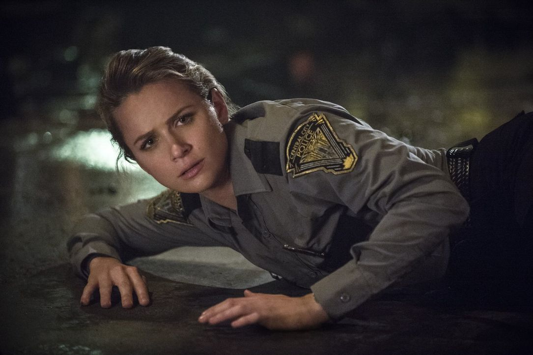 Die resolute Patty Spivot (Shantel VanSanten) will sich unbedingt der neuen Task Force anschließen und bringt sich damit sofort in Gefahr ... - Bildquelle: 2015 Warner Brothers.