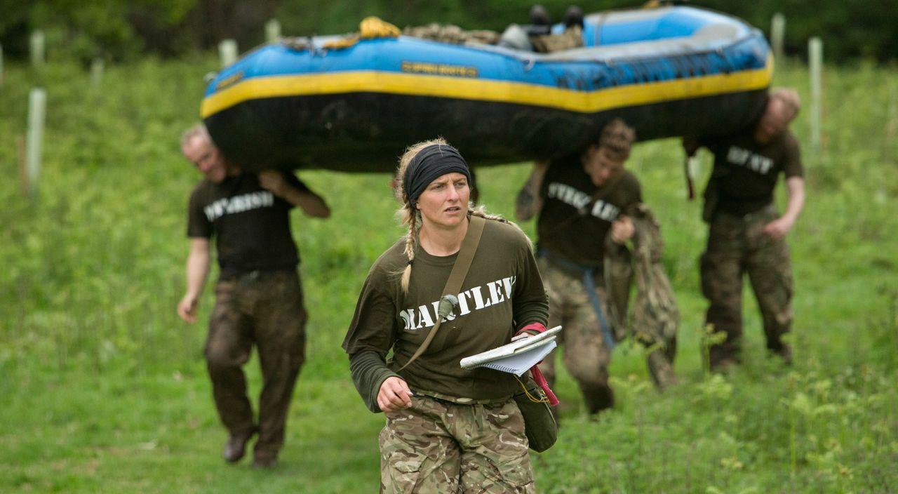 Die sowohl weiblichen als auch männlichen Teilnehmer der BBC-Show gehören zu den fittesten Briten und müssen durch die absolute Hölle: 40 Stunden oh... - Bildquelle: Adrian Rogers 2015 BBC