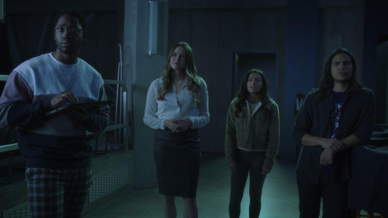 (v.l.n.r.) Chester P. Runk (Brandon McKnight); Caitlin Snow (Danielle Panabaker); Allegra Garcia (Kayla Compton); Cisco Ramon (Carlos Valdes) - Bildquelle: Warner Bros. Entertainment Inc. All Rights Reserved.