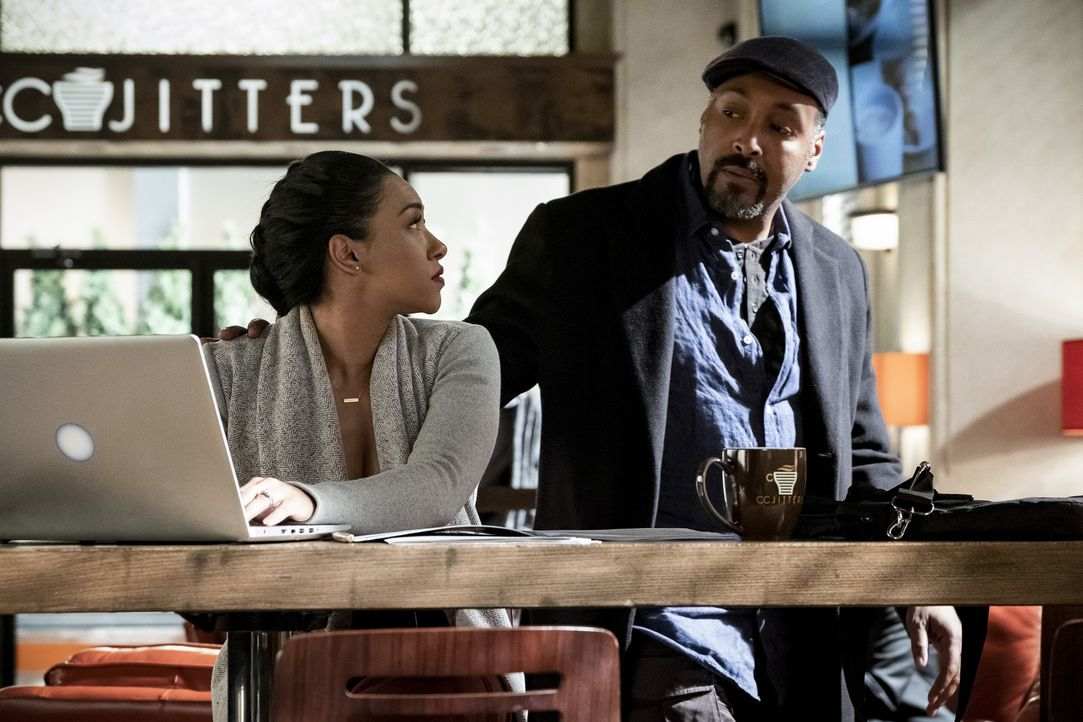 Iris (Candice Patton, l.); Joe (Jesse L. Martin, r.) - Bildquelle: Katie Yu 2018 The CW Network, LLC. All rights reserved.