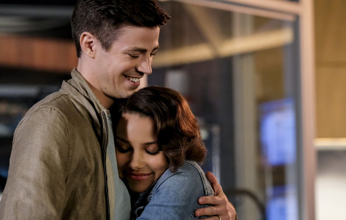 Barry (Grant Gustin, l.); Nora (Jessica Parker Kennedy, r.) - Bildquelle: Robert Falconer 2018 The CW Network, LLC. All rights reserved.