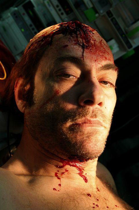 Nach einem Kopfschuss fällt der drogensüchtigere Cop Anthony Stowe (Jean-Claude Van Damme) monatelang ins Koma. Kaum wieder erwacht, macht er sich d...
