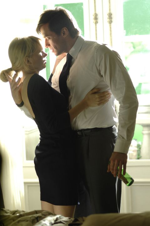 "Jonathan McQuarry (Ewan McGregor, r.) kann der geheimnisvollen ""S"" (Michelle Williams, l.) nicht widerstehen ... - Bildquelle: 2007 The Tourist Pictures, LLC. All Rights reserved."