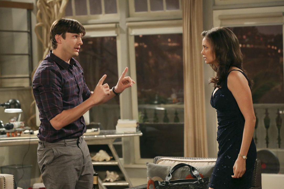 Auf der Suche nach Freunden für Louis, findet Walden (Ashton Kutcher, l.) in Laurel (Deanna Russo, r.) ebenso einen neuen Spielkameraden ... - Bildquelle: Warner Brothers Entertainment Inc.