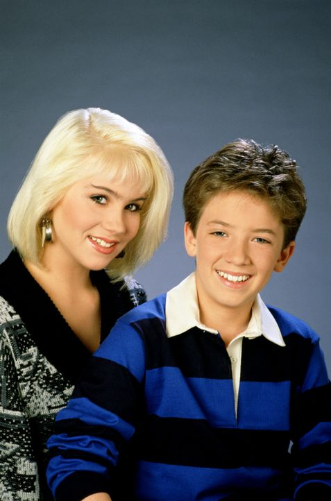 (1. Staffel) - Geschwisterliebe: Kelly (Christina Applegate, l.) und Bud (David Faustino, r.) - Bildquelle: Sony Pictures Television International. All Rights Reserved.