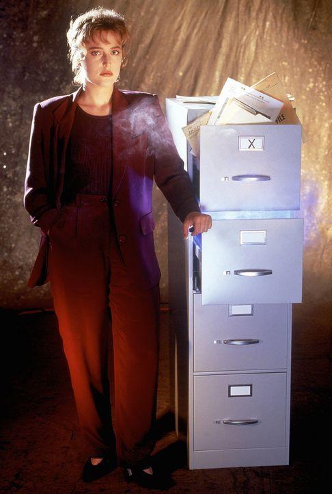 (2. Staffel) - FBI-Agentin Dana Scully (Gillian Anderson) gerät mehr und mehr in den Sog von Vorgängen, die auf natürliche Weise nicht zu erklären s... - Bildquelle: TM +   Twentieth Century Fox Film Corporation. All Rights Reserved.