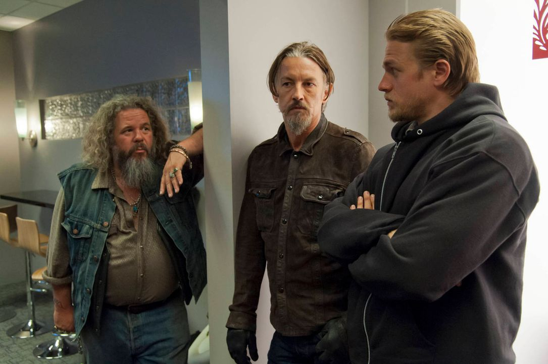Bobby (Mark Boone Junior, l.), Chibs (Tommy Flanagan, M.) und Jax (Charlie Hunnam, r.) halten bedingungslos zusammen ... - Bildquelle: 2012 Twentieth Century Fox Film Corporation and Bluebush Productions, LLC. All rights reserved.