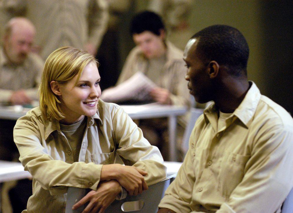 Noch in Quarantäne lernen sich Lily Moore (Laura Allen, l.) und Richard Tyler (Mahershalalhashbaz Ali, r.) kennen und von da an verbringen sie ihre... - Bildquelle: Viacom Productions Inc.