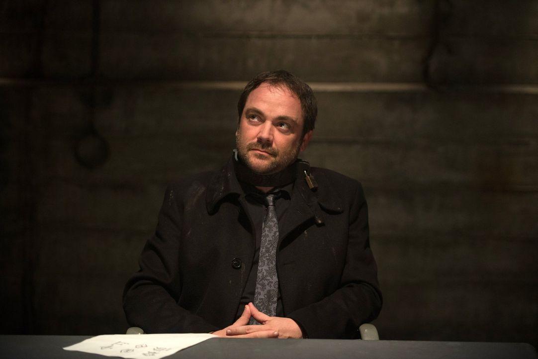 Sam hofft, dass der menschliche Funke in Crowley (Mark Sheppard) ihn dazu bringen wird, beim Entziffern der Tafel zu helfen. Setzt Sam da auf den Fa... - Bildquelle: 2013 Warner Brothers
