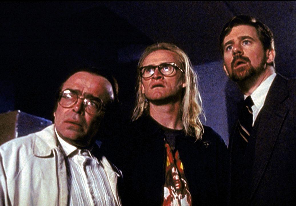 Im Jahre 1989 lernen Frohike (Tom Braidwood, l.), Langly (Dean Haglund, M.) und Byers (Bruce Harwood, r.) unter mysteriösen Umständen den FBI-Agente... - Bildquelle: TM +   2000 Twentieth Century Fox Film Corporation. All Rights Reserved.