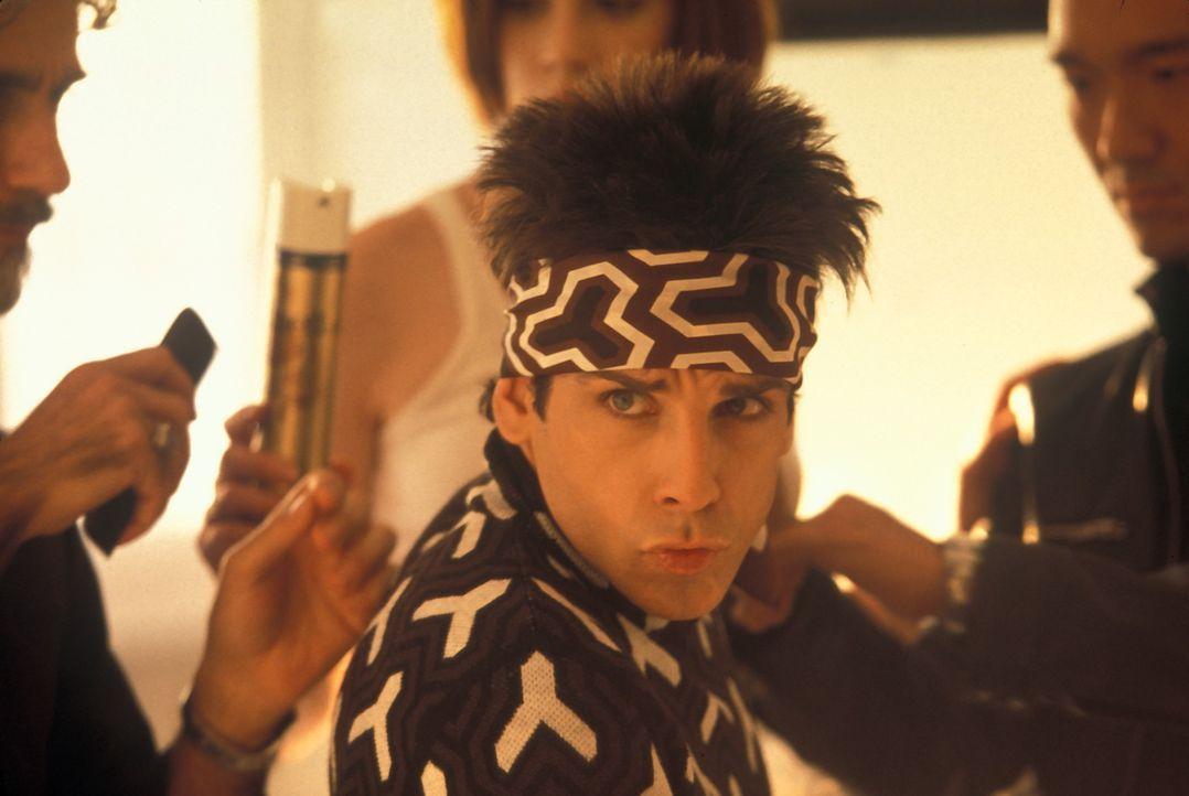 Eines Tages wird Model Derek Zoolander (Ben Stiller) einer fatalen Gehirnwäsche unterzogen, die aus ihm einen Attentäter machen soll ... - Bildquelle: Melinda Sue Gordon TM &  2001 by Paramount Pictures. All Rights Reserved.