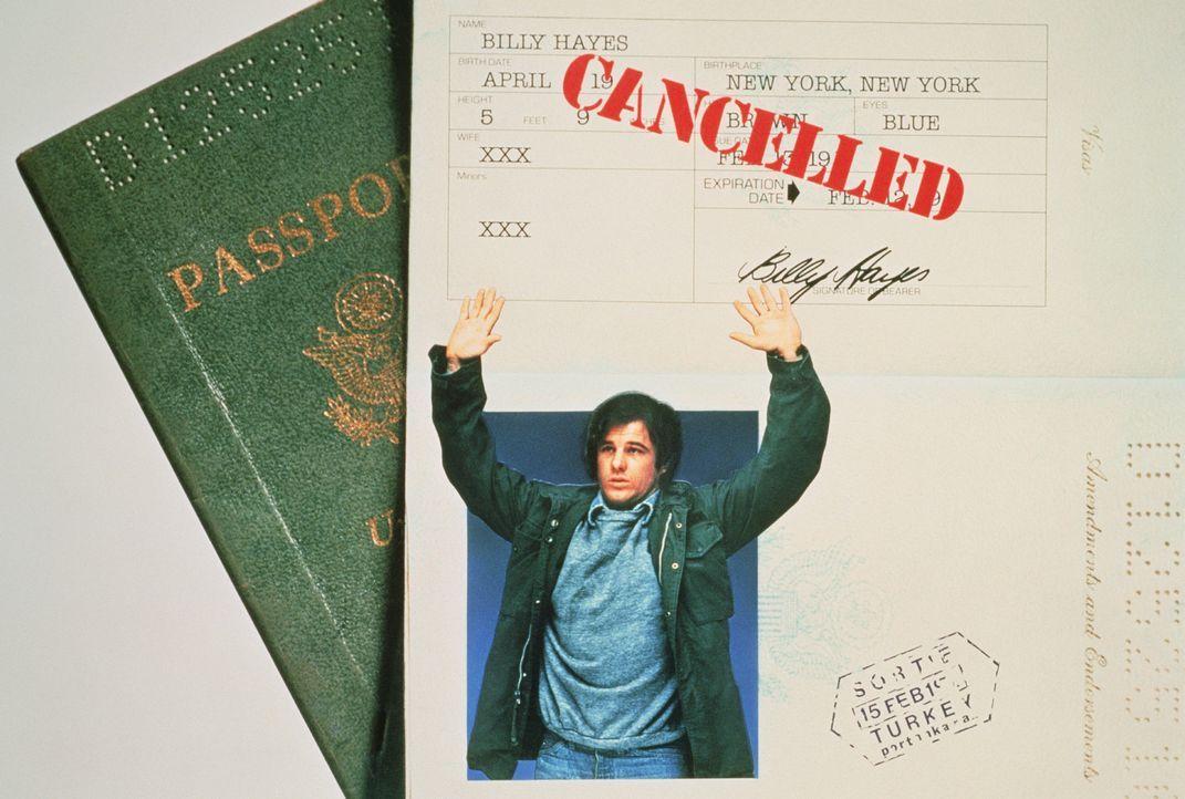 Billy Hayes (Brad Davis) wird auf dem türkischen Flughafen erwischt, als er 2,5 Kilo Hasch schmuggeln will. Er wird zu 30 Jahren Gefängnis verurte... - Bildquelle: Sony Pictures Television International. All Rights Reserved.