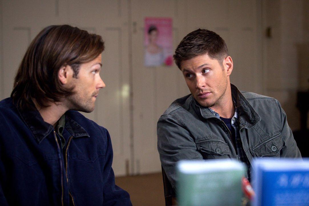 Noch ahnen Sam (Jared Padalecki, l.) und Dean (Jensen Ackles, r.) nicht, dass ihre Mitgliedschaft in einer keuschen Kirchengruppe für einen von ihne... - Bildquelle: 2013 Warner Brothers