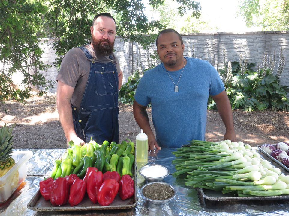 Beau Fairbairn (l.); Roger Mooking (r.) - Bildquelle: 2017, Television Food Network, G.P. All Rights Reserved.