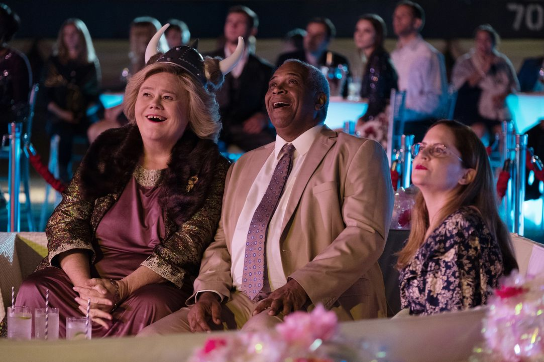 (v.l.n.r.) Christine Baskets (Louie Anderson); Ken Daniels (Alex Morris); Martha Brooks (Martha Kelly) - Bildquelle: 2018 FX Productions, LLC. All rights reserved.