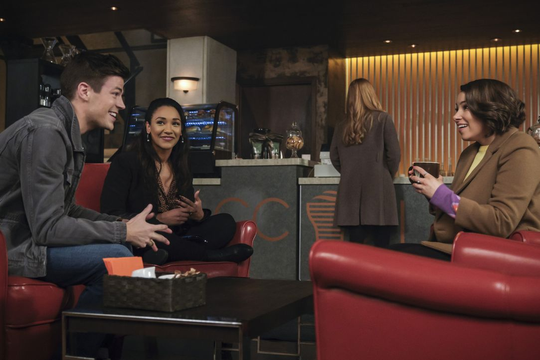 (v.l.n.r.) Barry (Grant Gustin); Iris (Candice Patton); Nora (Jessica Parker Kennedy) - Bildquelle: Jeff Weddell 2018 The CW Network, LLC. All rights reserved.