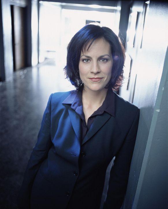 (8. Staffel) - FBI-Agentin Monica Reyes (Annabeth Gish) unterstützt ihre Kollegen tatkräftig. - Bildquelle: TM +   2000 Twentieth Century Fox Film Corporation. All Rights Reserved.