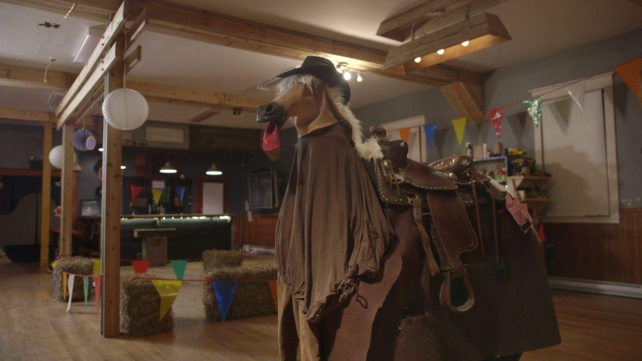 Kevin und Andrew stehen vor einer schwierigen Aufgabe für ihre Wildwest-Indoor-Rennbahn: Wie können sie echte Pferde ersetzen, aber den gleichen Spa... - Bildquelle: Brojects Ontario LTD 2017