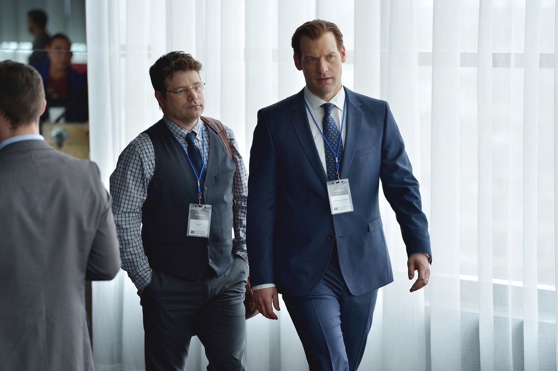 Eph (Corey Stoll, r.) erinnert sich an frühere Tage, an denen er seinen Angestellten Jim Kent (Sean Astin, l.) herumschubsen konnte ... - Bildquelle: 2015 Fox and its related entities. All rights reserved.