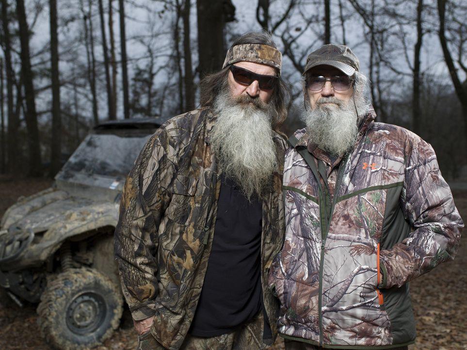 (4. Staffel) - Diese Brüder halten zusammen: Phil Robertson (l.) und Si Robertson (r.) ... - Bildquelle: 2013 A+E Networks