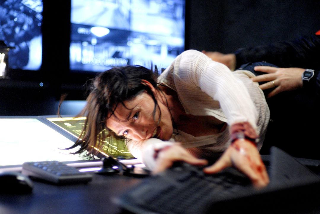 Um die Menschheit zu retten, nimmt Audrey Bennett (Claudia Karvan) den blutigen Kampf gegen die brutalen Blutsauger auf ... - Bildquelle: 2010 Tiberius Film GmbH & Co. KG