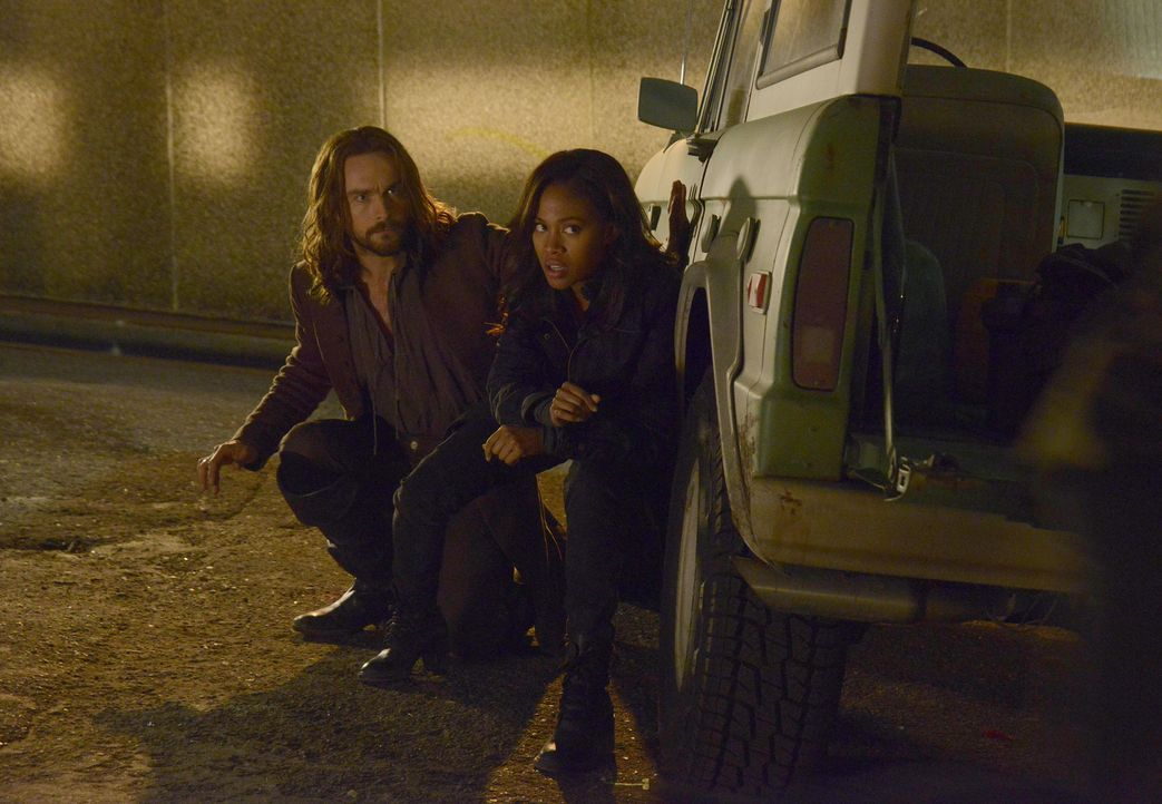 Müssen verhindern, das sein alter Hexenzirkel wieder zum Leben erweckt wird: Ichabod (Tom Mison, l.) und Abbie (Nicole Beharie, r.) ... - Bildquelle: 2014 Fox and its related entities. All rights reserved