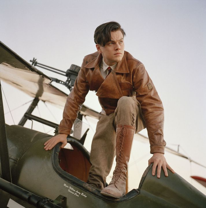 Mit 18 Jahren bereits Erbe der Maschinenfirma seines Vaters, zieht es den jungen Howard Hughes (Leonardo DiCaprio) von Texas nach Hollywood, wo er s... - Bildquelle: Miramax International