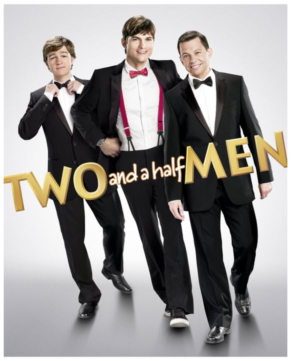 (10. Staffel) - Two and a Half Men: Walden Schmidt (Ashton Kutcher, M.), Alan (Jon Cryer, r.) und Jake Harper (August T. Jones, l.) ... - Bildquelle: Warner Brothers Entertainment Inc.